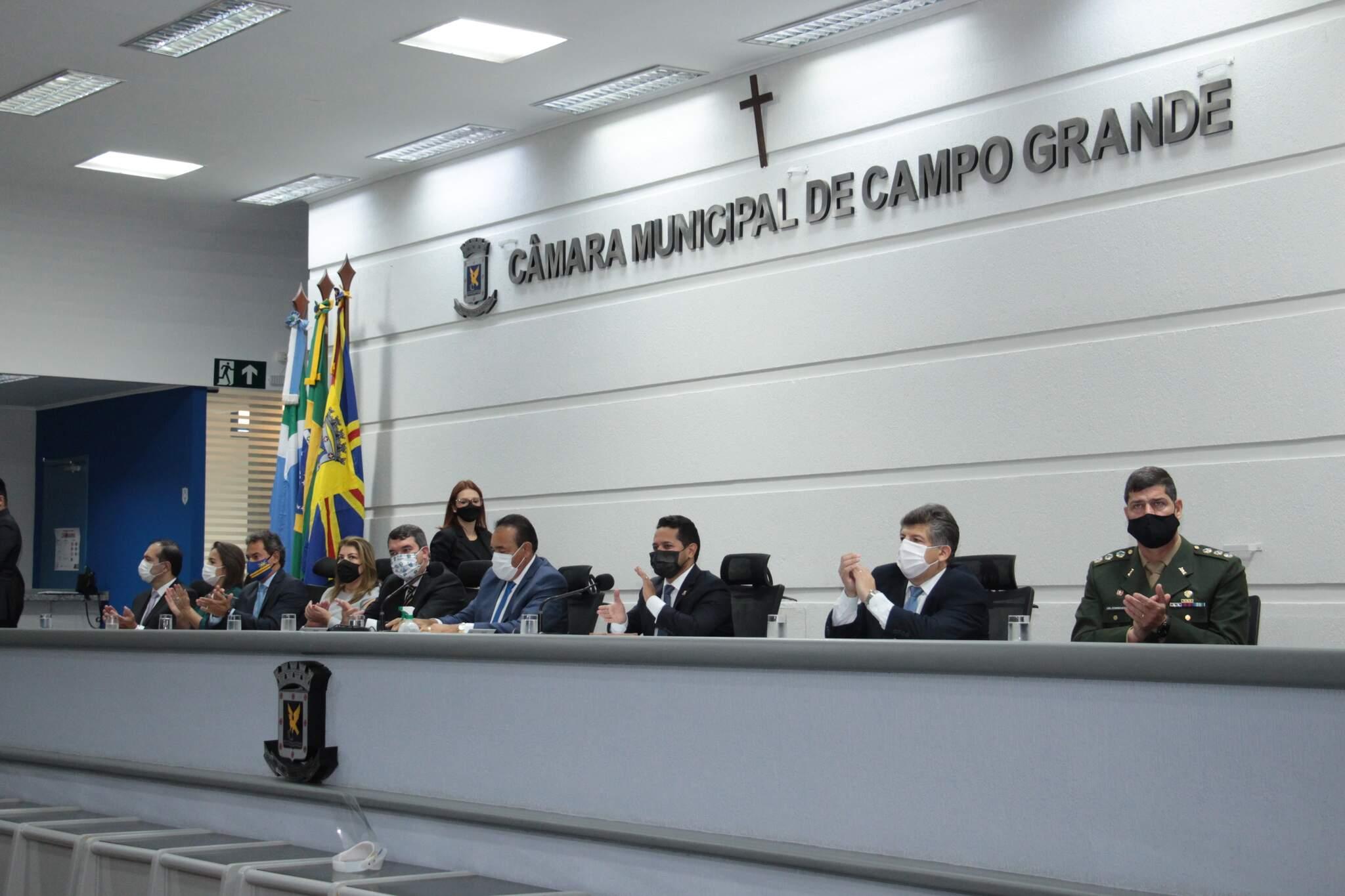 Vereadores realizaram sessão solene inaugural ontem (18) - (Foto: Izaías Medeiros/Câmara Municipal)
