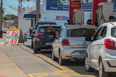 Redução de imposto é ilusão para quem nunca vê preço da gasolina cair