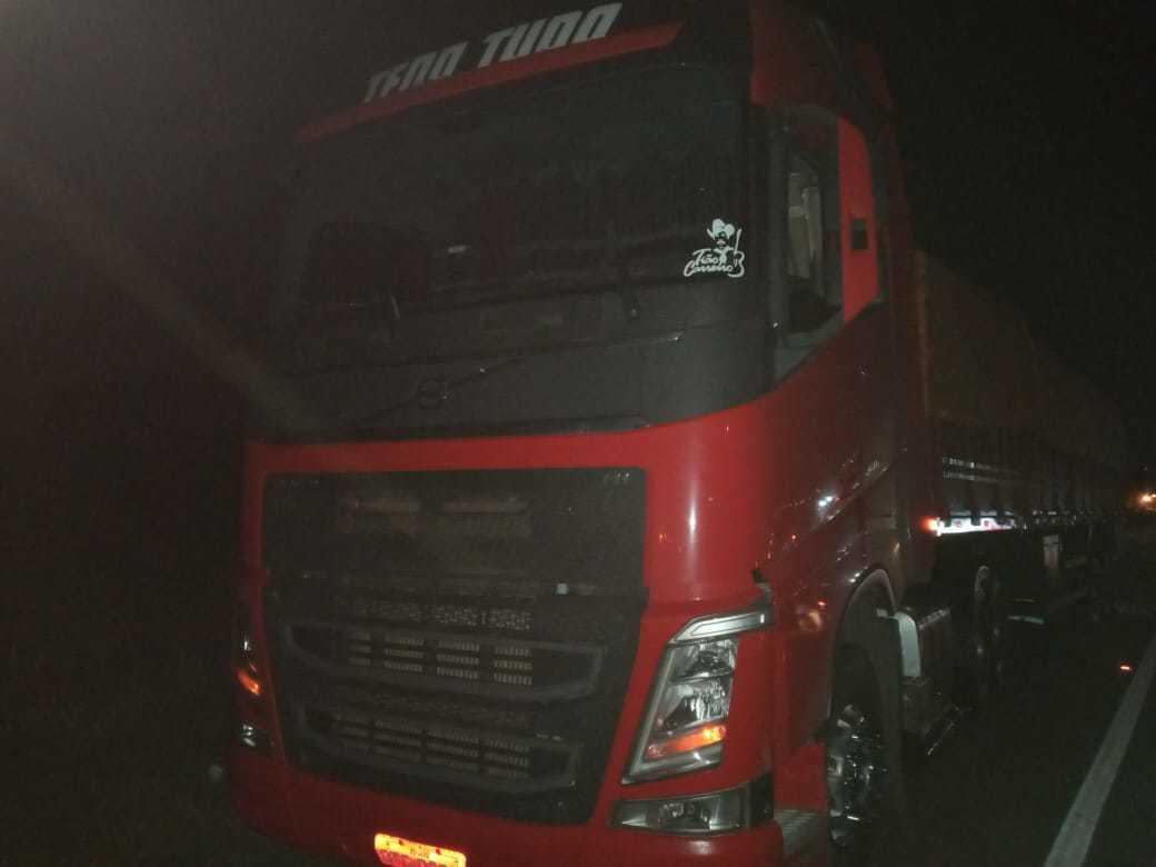 Caminhão que pertencia à vítima. (Foto: Sidney Assis)