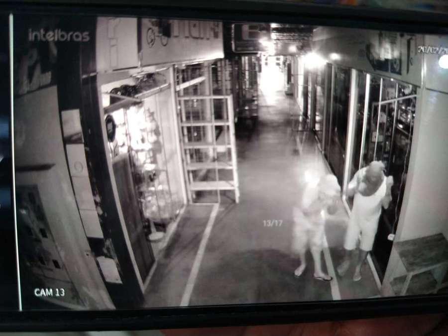 Homens que tentaram furtar lojas do Shopping (Foto: Reprodução/O Pantaneiro)