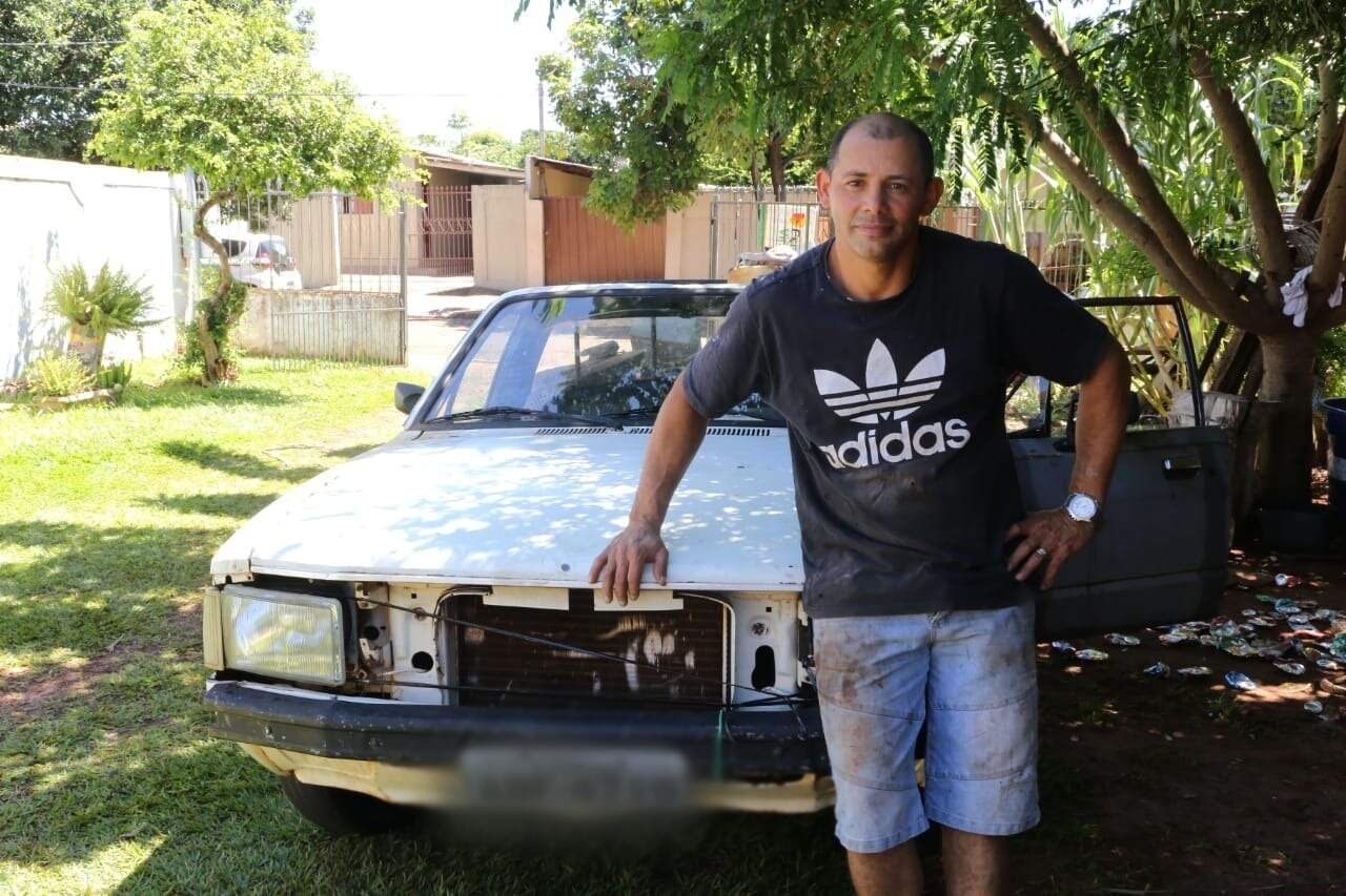 """""""Minha vida é essa aí, você acha que eu quero andar com o carro daquele jeito?"""", pergunta Júnior, dono de Pampa. (Foto: Kísie Ainoã)"""
