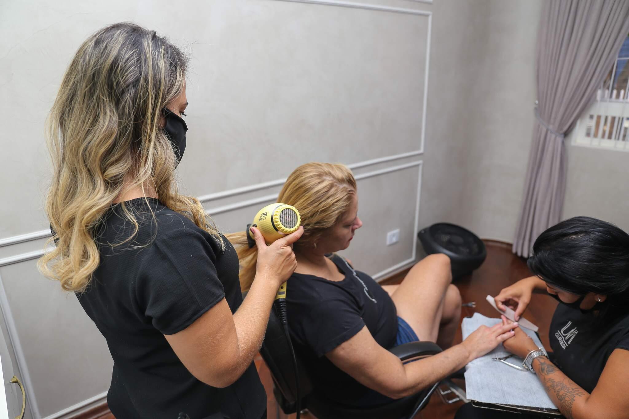 """Na """"Quarta Maluca"""", a cliente escolhe três serviços, em uma lista com cinco opções, e paga só R$ 99. (Foto: Paulo Francis)"""