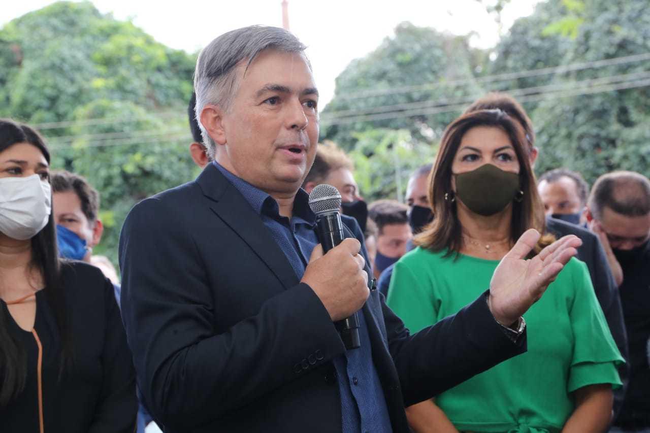 O secretário Antonio Carlos Videira discursa durante entrega de viaturas, quando confirmou reflexo no abastecimento de veículos oficiais por causa do preço do combustível. (Foto: Kísie Ainoã)