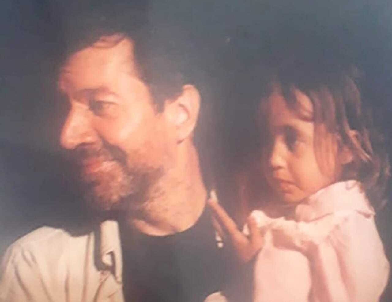 Stephan com a filha ainda pequena no colo (Foto: Arquivo Pessoal)