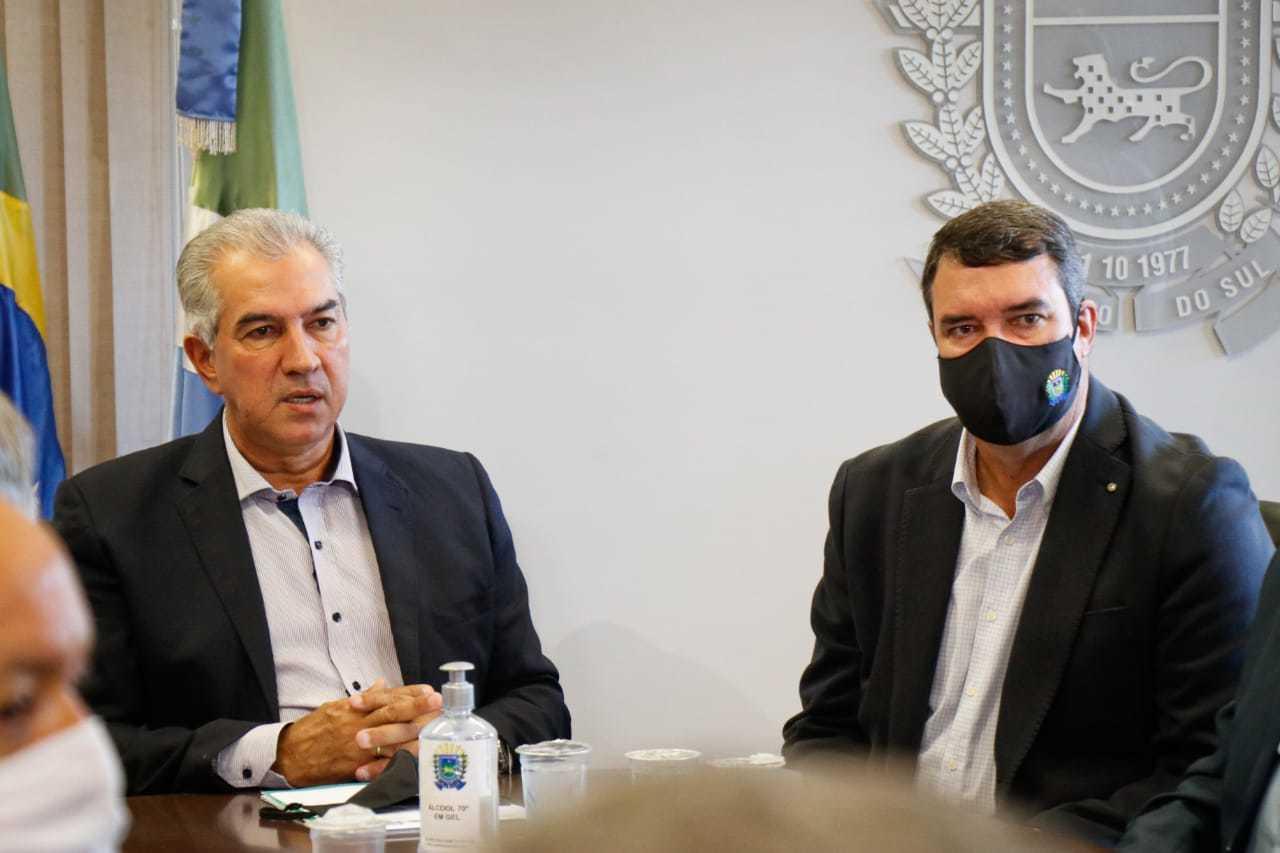 Azambuja e Riedel durante reunião na Governadoria na manhã desta segunda-feira. (Foto: Henrique Kawaminami)