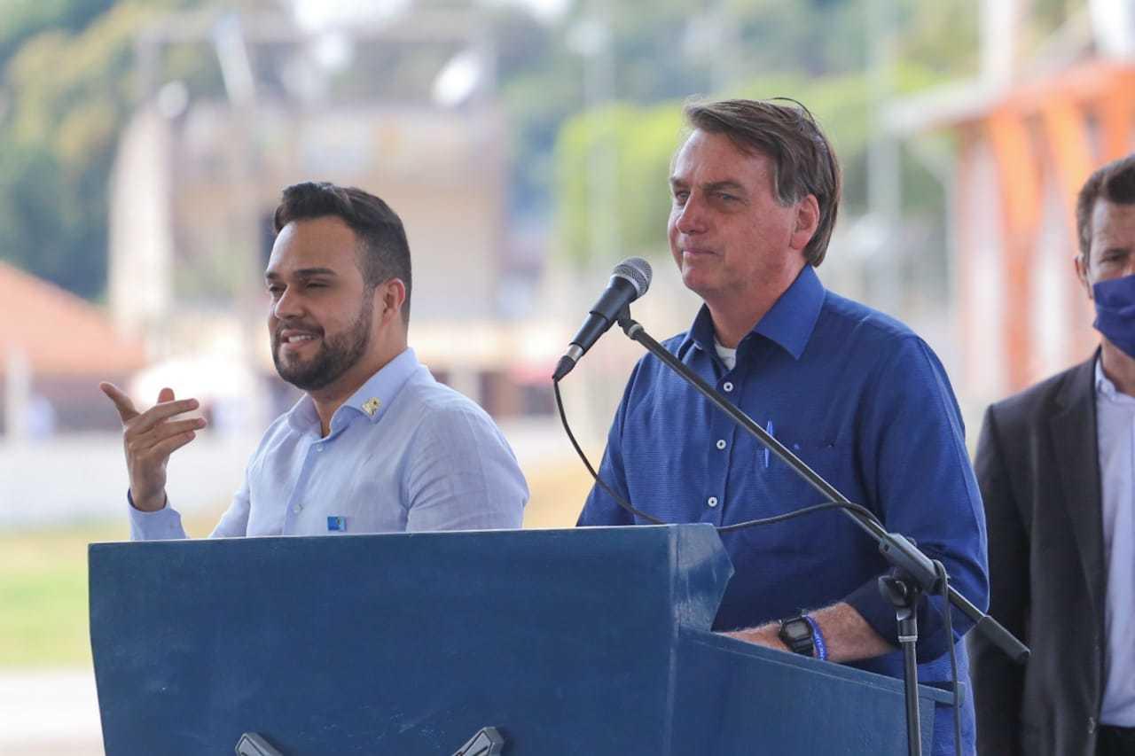 Presidente Bolsonaro, à direita, durante visita a Corumbá (Foto: Marcos Maluf/Divulgação)