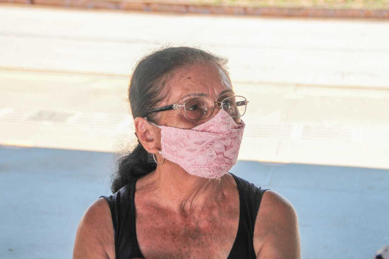 Francisca da Silva Neres é uma das pessoas que frequentam o terminal. (Foto: Marcos Maluf)