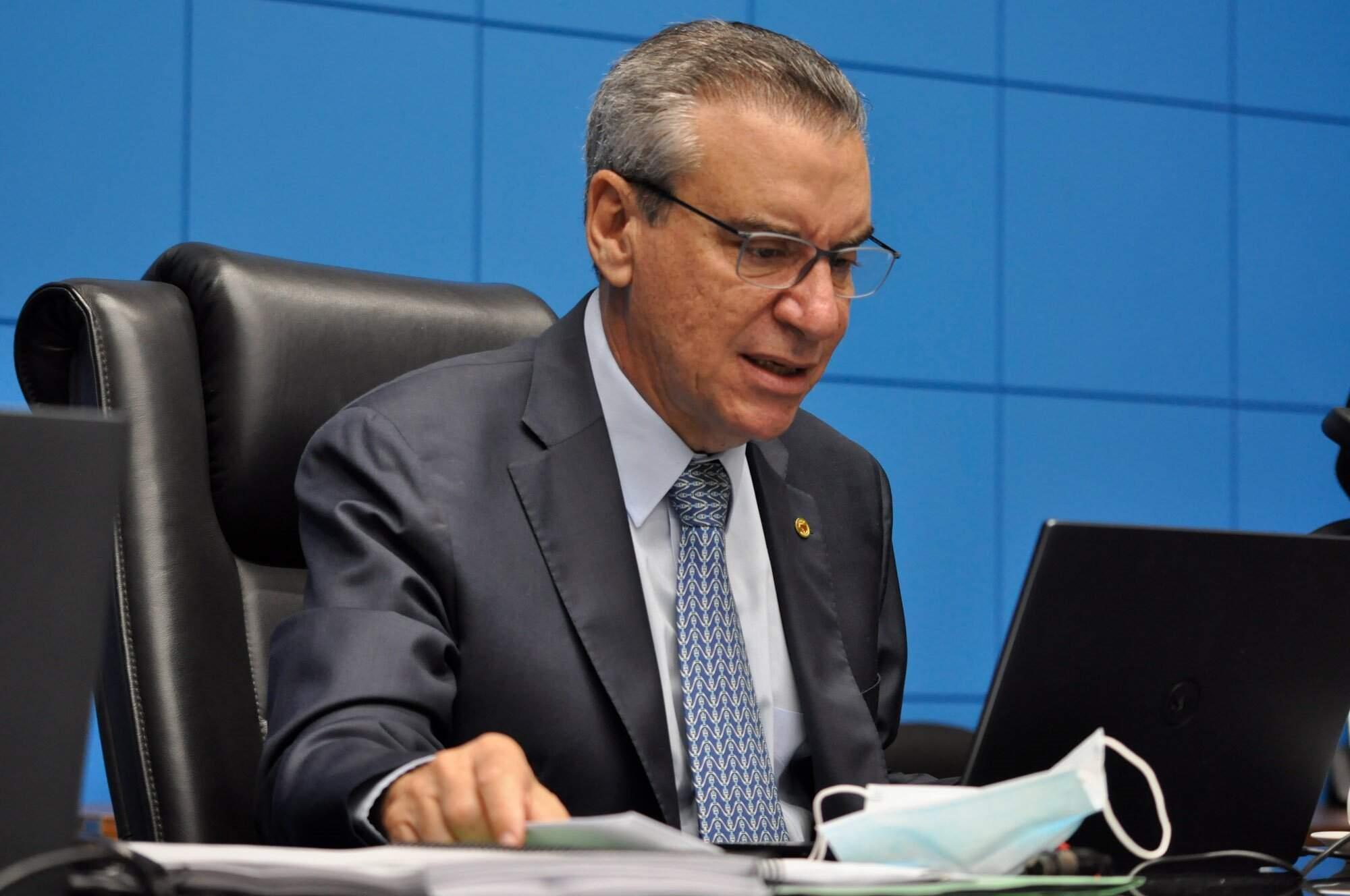 Presidente da Assembleia, deputado Paulo Corrêa (PSDB), afirmou durante a sessão de hoje (24) que projeto priorizando vacinação para a comunidade escolar será apresentada ao governo (Foto: Luciana Nassar/Alems)