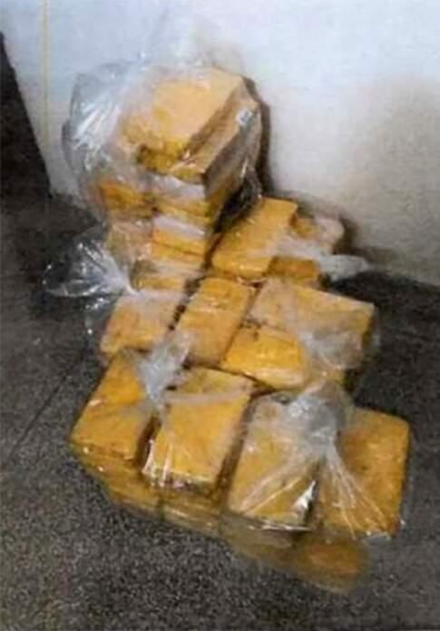 A droga no depósito da delegacia, antes do sumiço atribuído a delegado e comparsas. (Foto: Reprodução de processo)