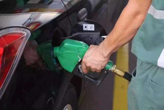 Gasolina varia entre 5,09 a 5,49 nesta 5ª; veja o mapa de preços na Capital