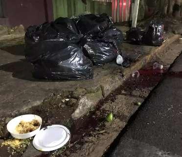 Homem foi assassinado com 4 golpes na cabeça durante briga por marmitex
