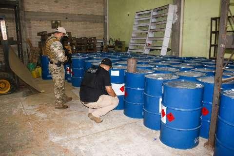 Polícia encontra produto usado para refinar cocaína em empresa paraguaia