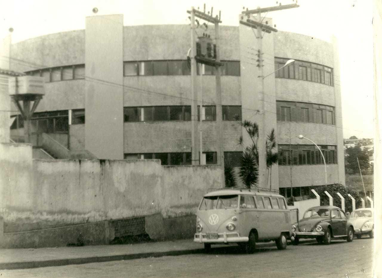 Durante a construção da sede na região da avenida Fernando Corrêa da Costa, no Centro (Foto: Arquivo Pessoal)