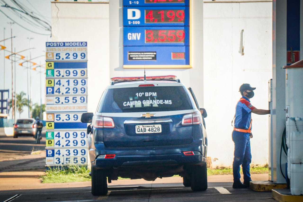 Litro do etanol é vendido a R$ 3,999 em posto de combustíveis em Campo Grande (Foto: Henrique Kawaminami)