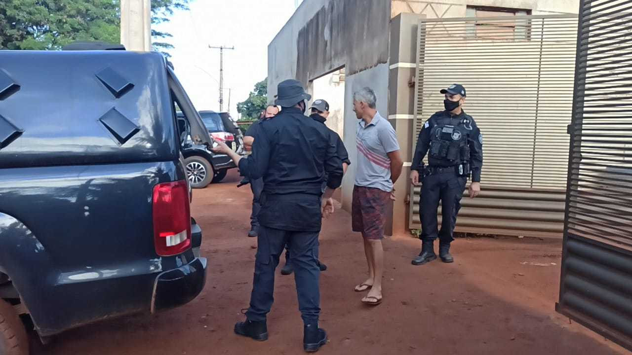 Carlos Fischer no momento em que era preso (Foto: Sidnei Bronka/Ligado na Notícia)