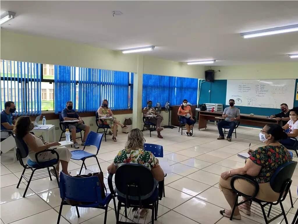 Professores em reunião pedindo prioridade na fila de vacinação (Foto: Reprodução)