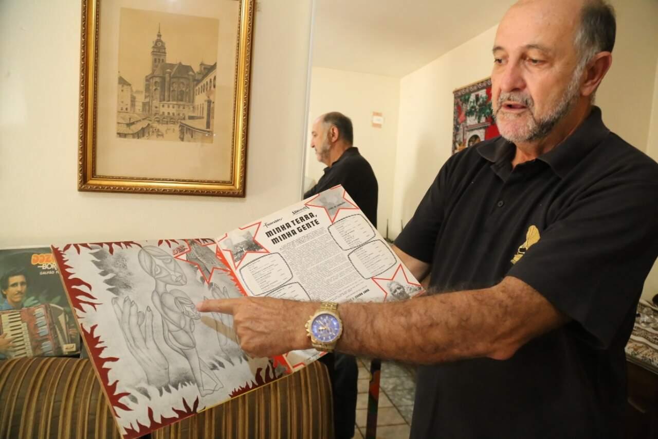 Carlos indica que, em cada disco, uma obra de arte se revela (Foto: Kísie Ainoã)