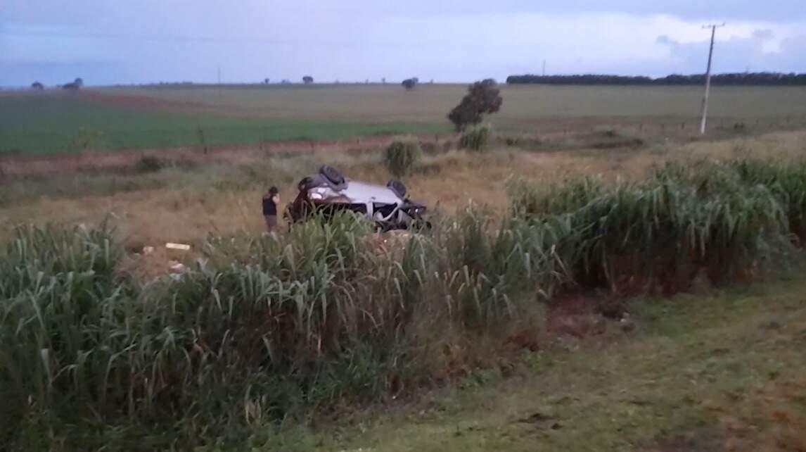 Carro capotou na altura do km 510, na BR-163, em Jaraguari (Foto/Reprodução)