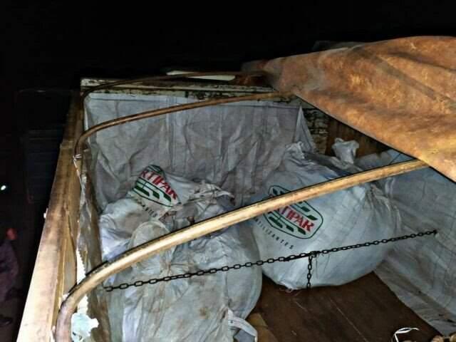 Agrotóxicos foram encontrados em caminhão na MS-141 (Foto/Divulgação)