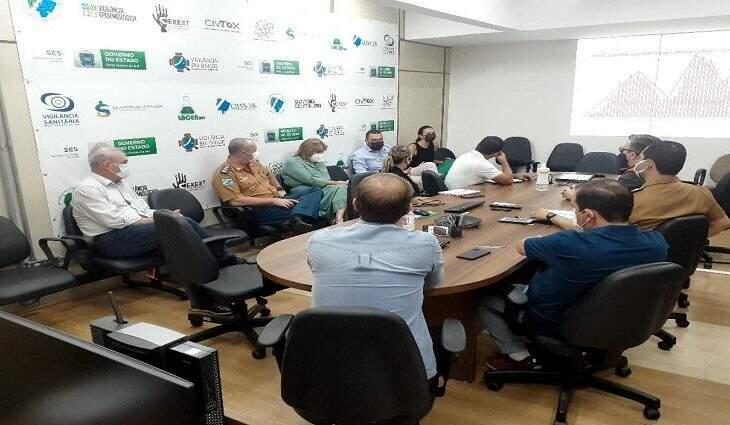 Reunião neste domingo discutiu variante do coronavírus, que já chegou a São Paulo e Paraná. (Foto: Rodson Lima)