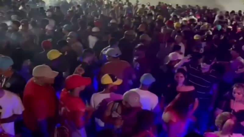 Multidão faz festa em Campo Grande (Foto: Direto das Ruas)