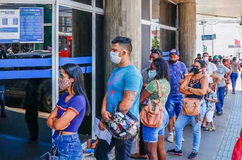 Governo de MS planeja novo cartão para suprir queda no auxílio emergencial