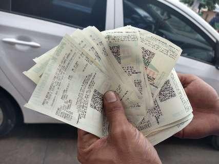 Contra preço do combustível, motoristas fazem fila para abastecer só R$ 0,50