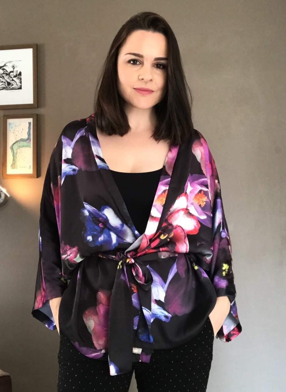 A estilista Caroline Debus produz as peças da Ki.monaria de forma artesanal (Foto: Arquivo Pessoal)