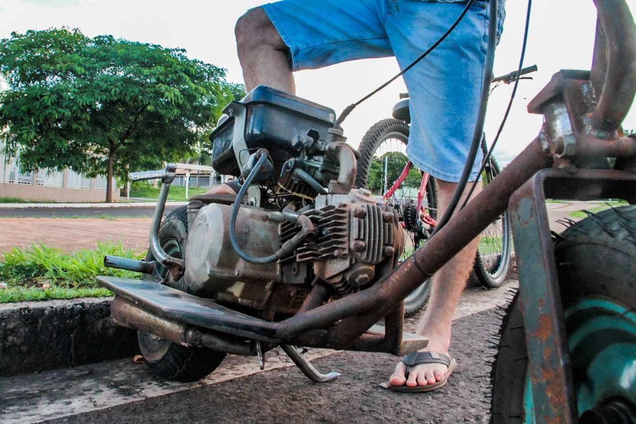 O motor e várias peças são de uma Bis, já os pneus são de carriola (Foto: Marcos Maluf)
