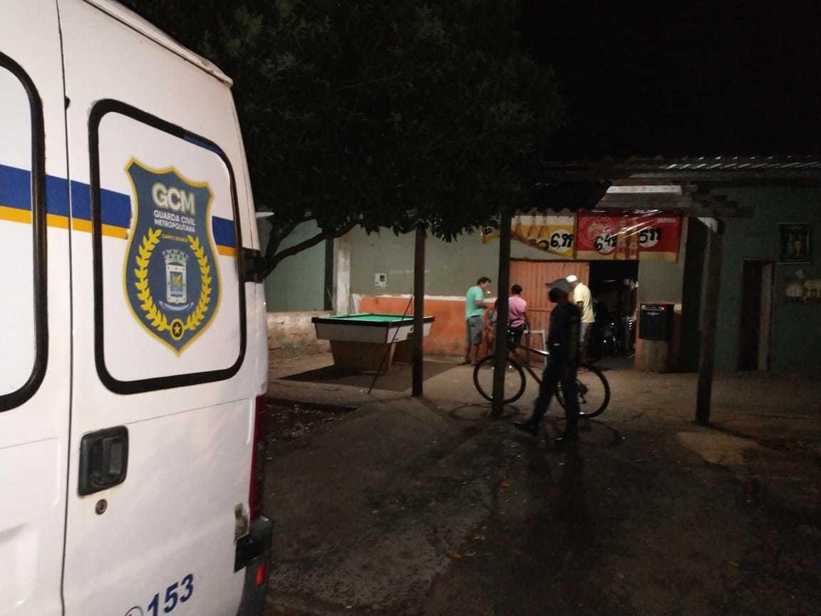 Guarda Civil Metropolitana durante a fiscalização mais recente do toque de recolher em Campo Grande. (Foto: Assessoria GCM)