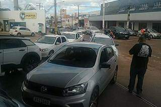 Motoristas de aplicativo de reúnem em postos para protesto nesta terça. (Foto: Direto das Ruas)