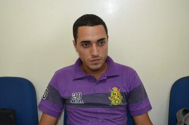 Maycon Freitas Rojas estava foragido por aplicar o golpe do envelope vazio. (Foto: 94 FM)