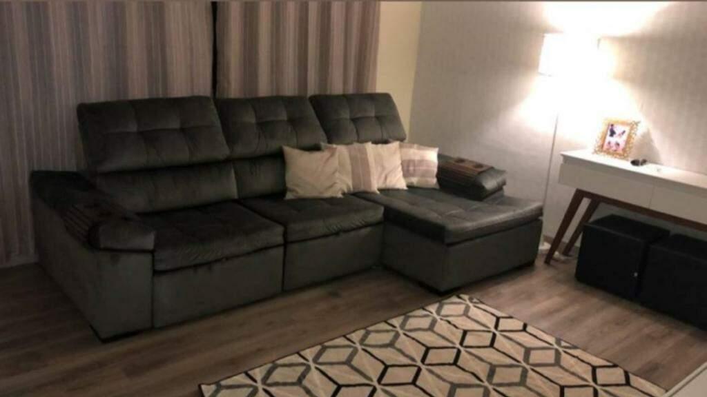 Sofazão Liverpool tem 2.90 metros, com chaise retrátil e reclinável, agora custa R$ 12 vezes de R$ 416,58 ou R$ 4.999,00 à vista. (Foto: Divulgação)