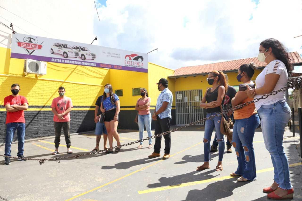 Alunos fizeram protesto por falta de respostas da empresa (Foto: Paulo Francis)