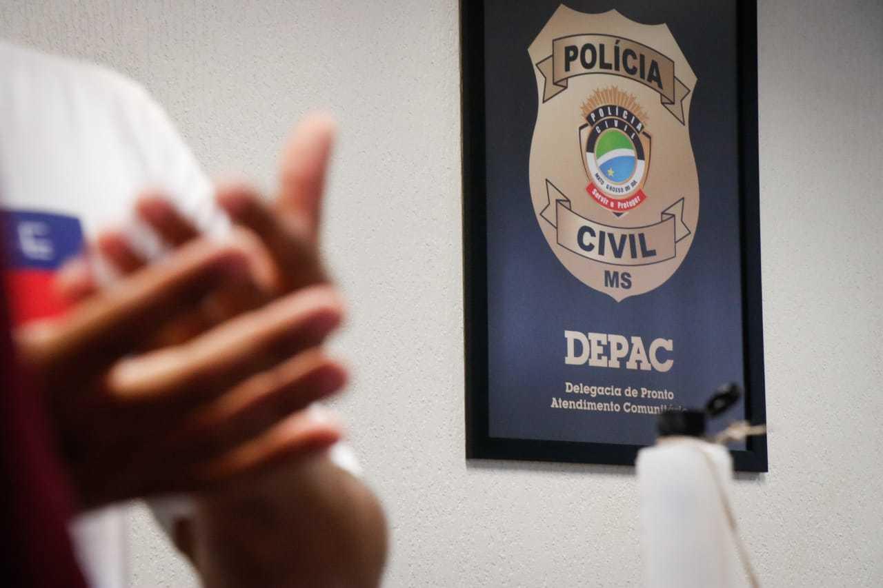 Paulo registrou boletim de ameaça na Depac Centro (Foto: Henrique Kawaminami)