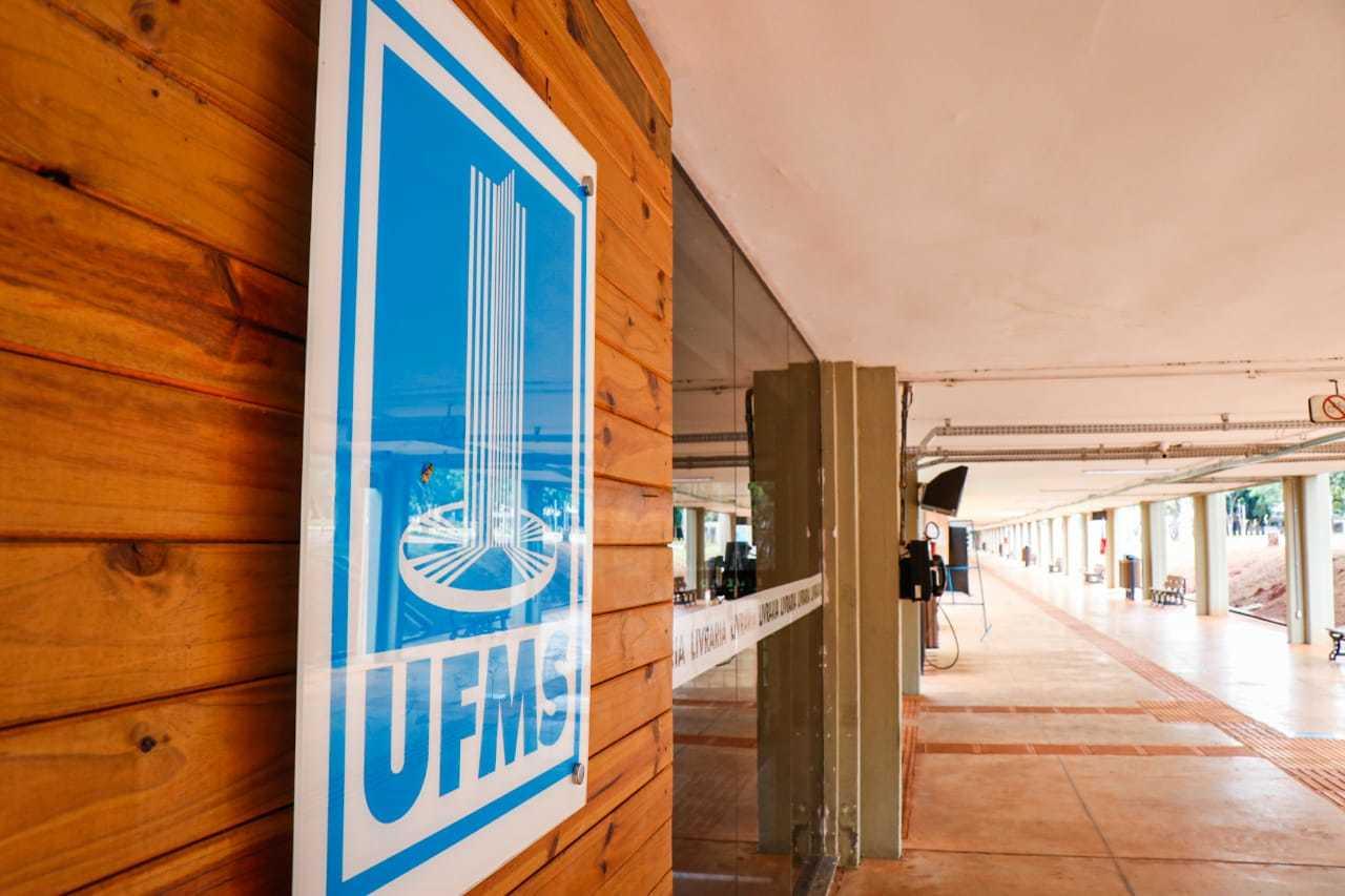 Aulas presenciais estão suspensas na UFMS desde abril do ano passado (Foto: Henrique Kawaminami/Arquivo)