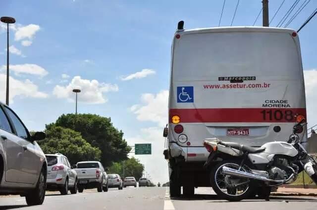 Acidente que envolveu motocicleta na Avenida Afonso Pena, em Campo Grande (Foto: Arquivo/Campo Grande News)