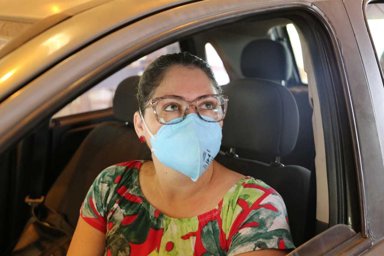 Trabalhando na linha de frente, a enfermeira Graziela Gomes recebeu primeira dose de vacina hoje (Foto: Paulo Francis)