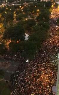 Polícia confronta multidão em protesto pela renúncia do presidente do Paraguai