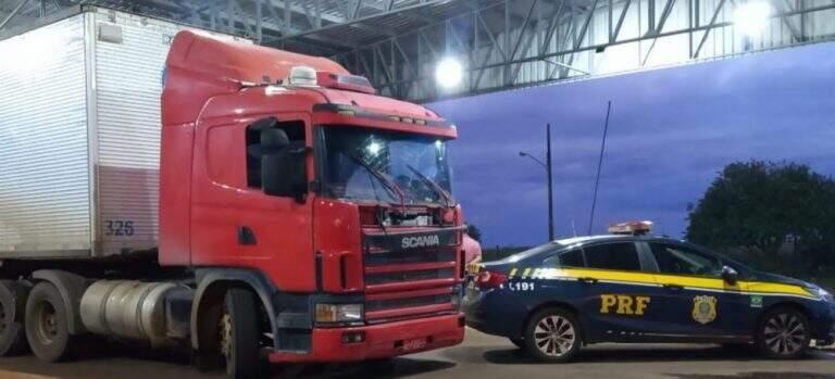 Carreta recuperada pelos policiais. (Foto: Ponta Porã News )