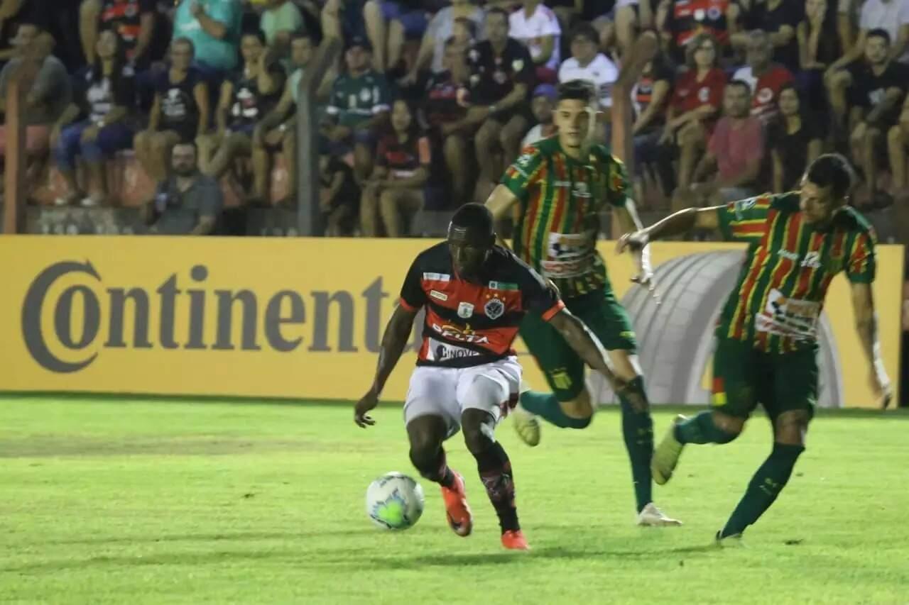 Águia Negra em duelo pela Copa do Brasil, ano passado, quando eliminou os maranhenses do Sampaio Corrêa em Rio Brilhante pelo placar de 2 a 1 (Foto: Franz Mendes/Arquivo)