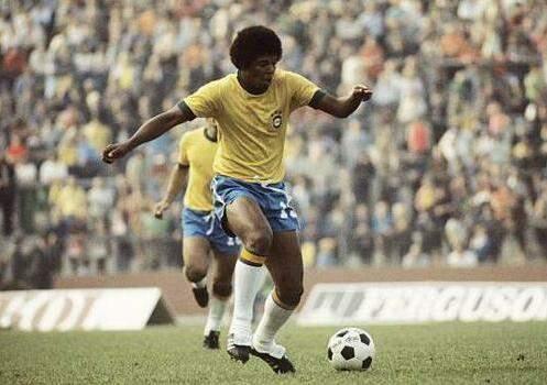Três anos após inaugurar o Morenão, o centro-avante Mirandinha foi para a Copa de 1974, sendo titular em 4 jogos