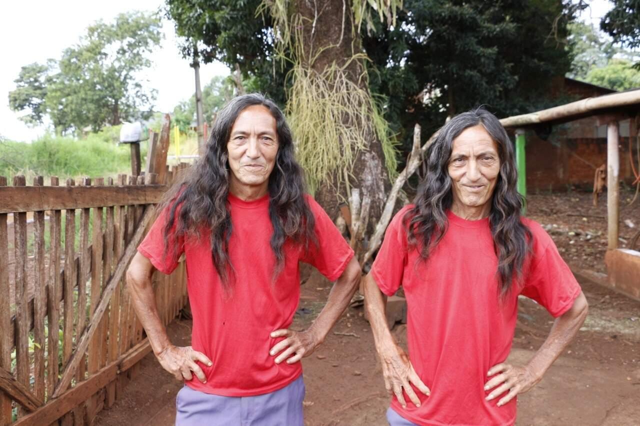 Faísca e Fumaça ou Cosmo e Damião são irmãos que não abrem mão de se vestirem iguais (Foto: Helio de Freitas)