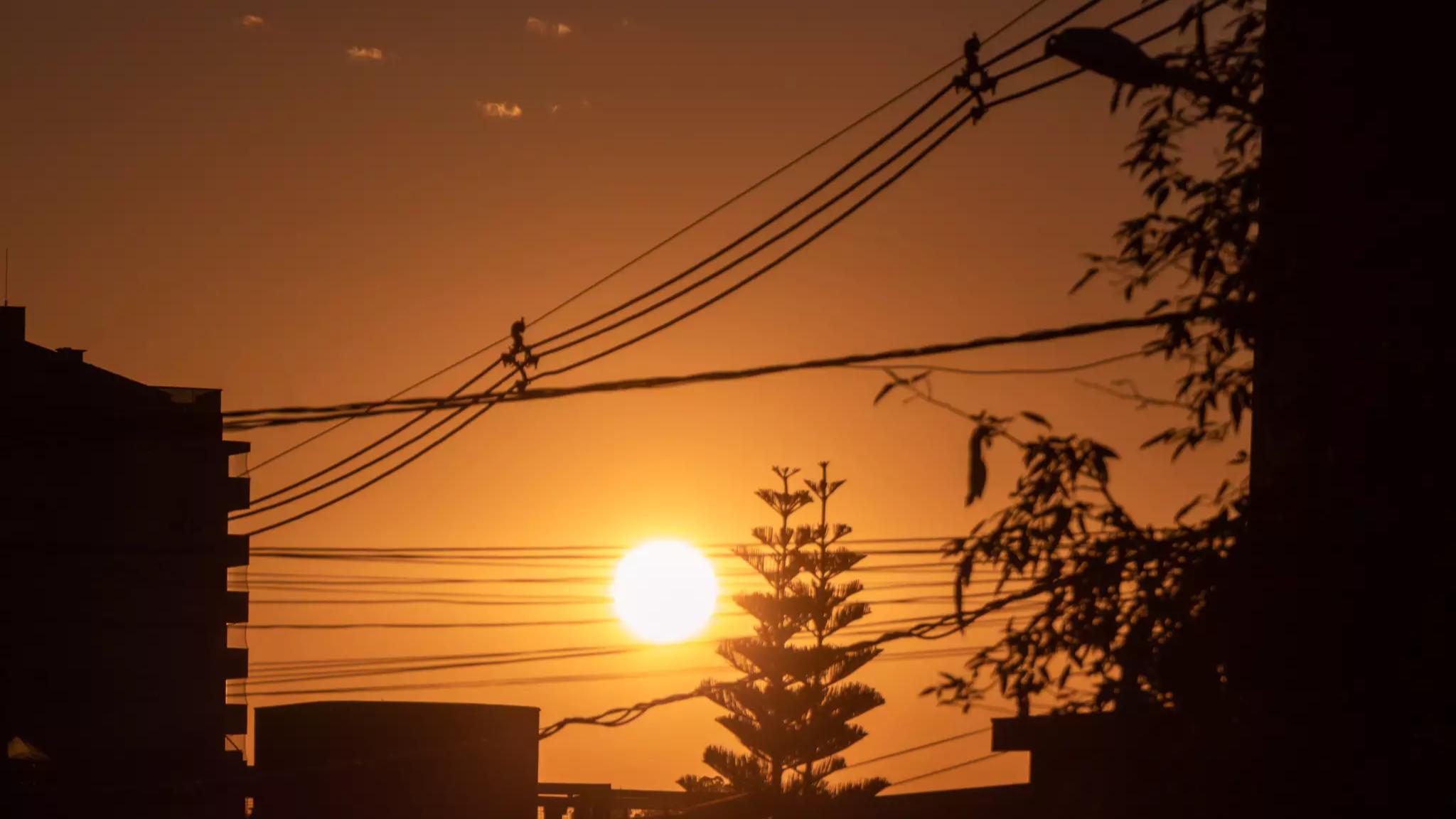 Sol volta a prevalecer no tempo de Campo Grande e MS (Foto: Henrique Kawaminami)