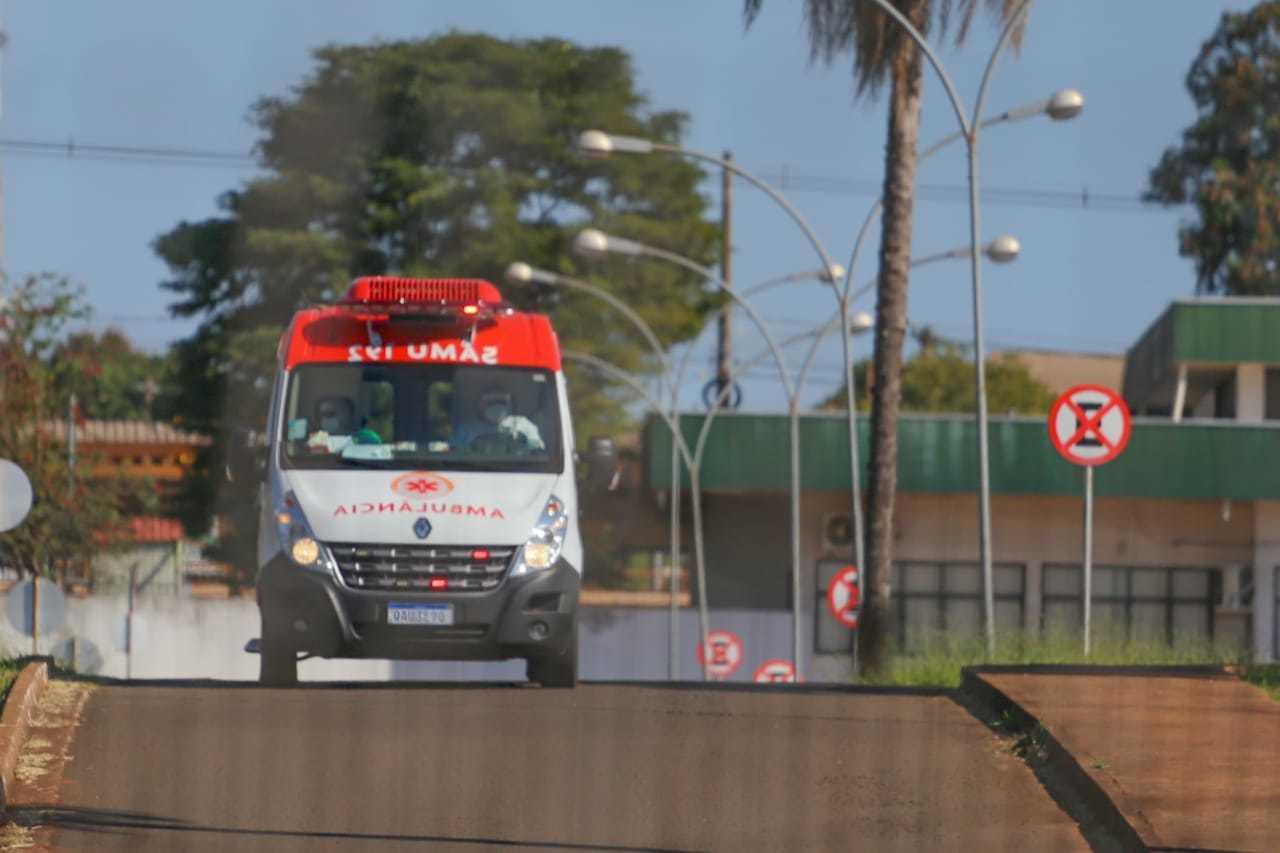 Ambulância do Samu chegando no Hospital Regional. (Foto: Marcos Maluf/Arquivo)