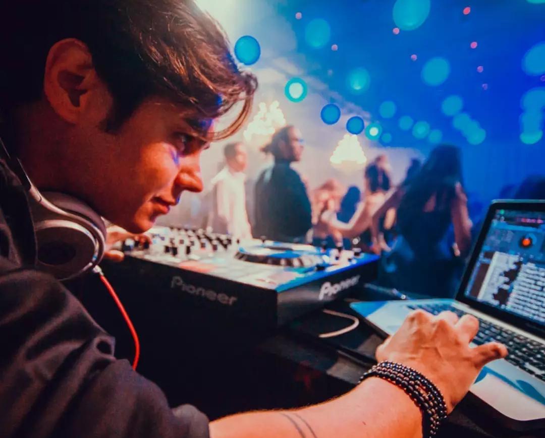 Para Danilo Dan, falta da pista de dança não significa festas menos divertidas (Foto: Arquivo Pessoal)