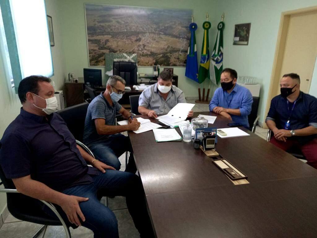 Assinatura do convênio ocorreu na segunda-feira (8). (Foto: Divulgação)