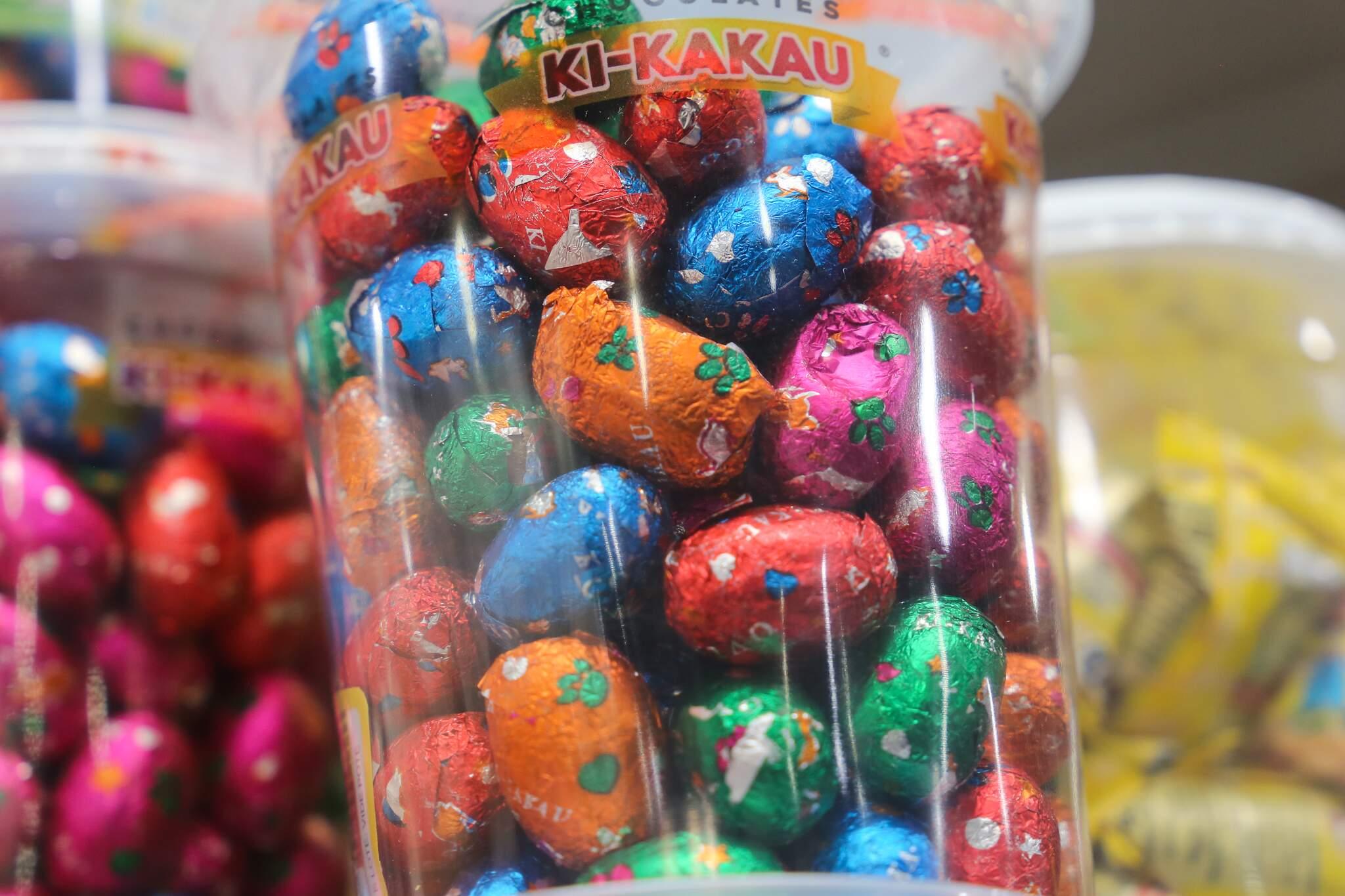 Doces como os ovinhos de chocolate existem até hoje nas lojas de artigos para festas (Foto: Paulo Francis)