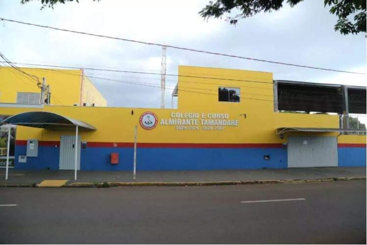 O colégio está localizado fica na Avenida General Nepomuceno Costa, 481. (Foto: Kísie Ainoã)