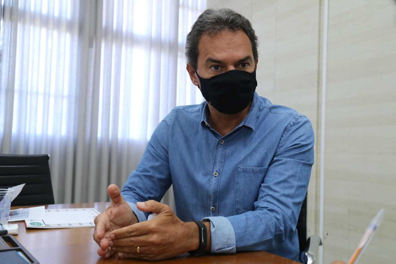 Prefeito Marquinhos Trad (PSD) vai analisar o decreto do governo do Estado com equipe técnica (Foto: Kísie Ainoã)
